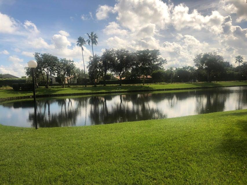5880 S End Lake Drive 101  Boynton Beach, FL 33437