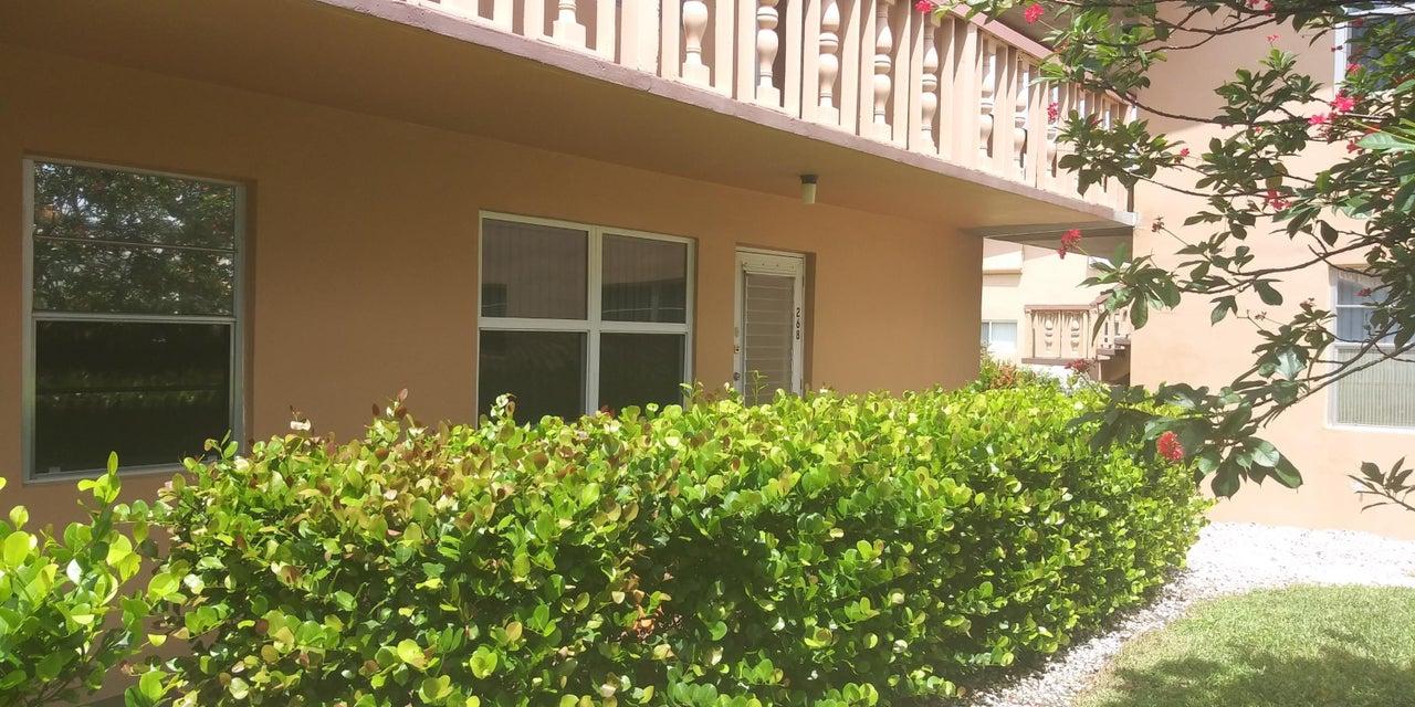 268 Chatham N West Palm Beach, FL 33417