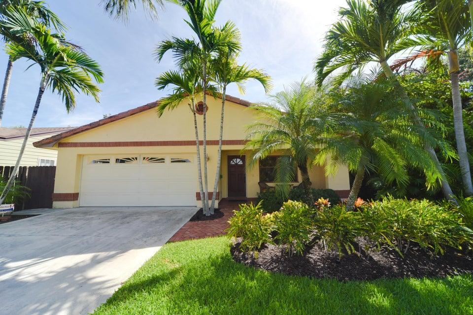 718 N Palmway Lake Worth, FL 33460