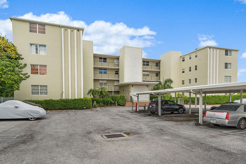 Harbour Hall Inlet Club Cond & Cond Ii 710 Ne 7th Street