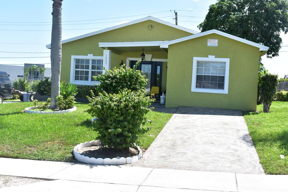 1035 W 25th Street  Riviera Beach FL 33404