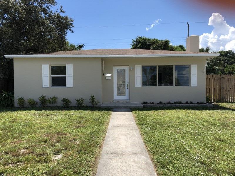 1006 Churchill Circle West Palm Beach, FL 33405