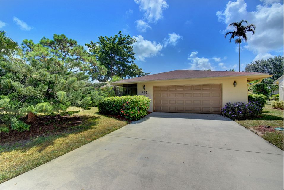 792 NW 23rd Lane  Delray Beach, FL 33445
