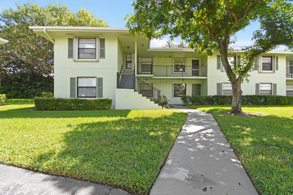 2201 Sabal Ridge Court 22-A  Palm Beach Gardens FL 33418