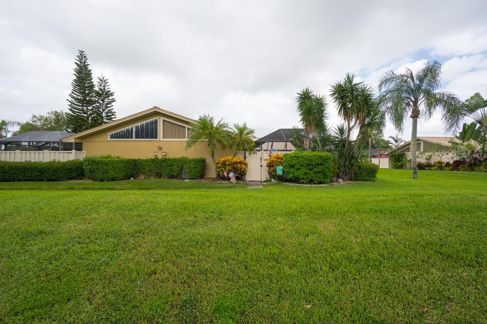 5517 Eagle Lake Drive , Palm Beach Gardens FL 33418 is listed for sale as MLS Listing RX-10469326 16 photos
