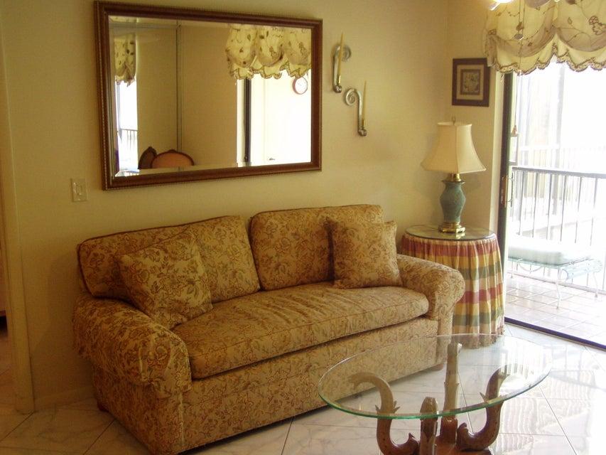 5100 Las Verdes Circle 204  Delray Beach, FL 33484