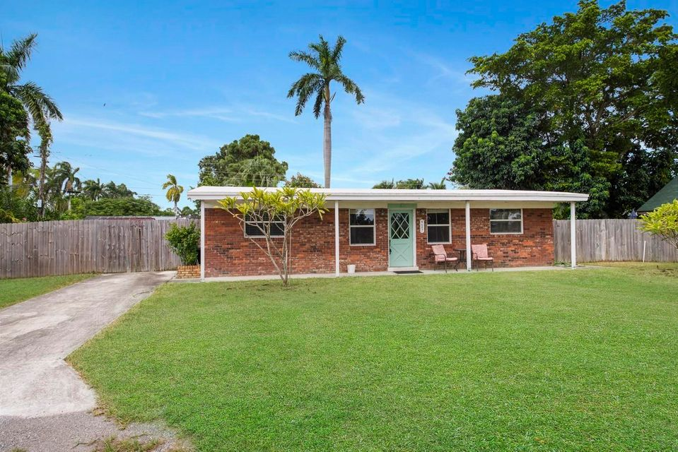 Home for sale in Meadowgreen Trail Lake Worth Florida