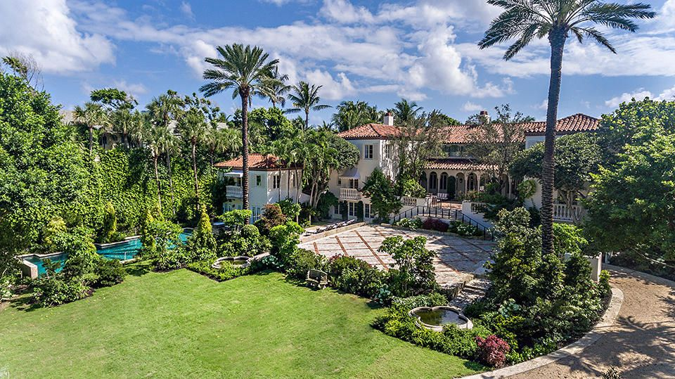 125  Via Del Lago  , Palm Beach FL 33480 is listed for sale as MLS Listing RX-10469703 photo #1
