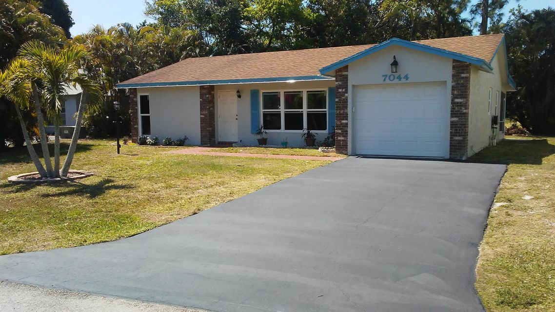 Home for sale in LUCERNE LAKES HOMES VILLAGE II 3RD ADDITION Lake Worth Florida