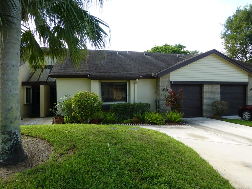 208 Meander Circle Royal Palm Beach, FL 33411