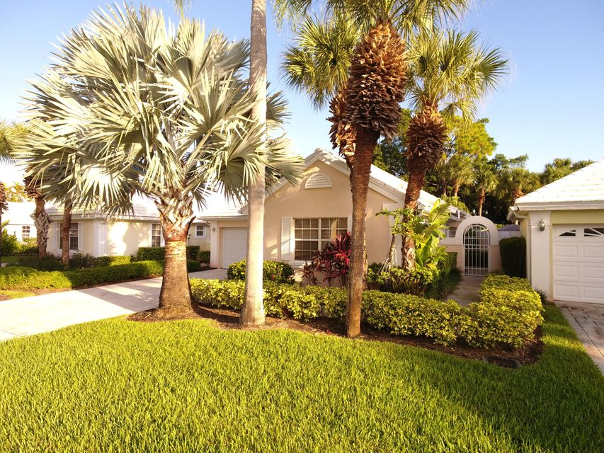 9213 Heathridge Drive West Palm Beach, FL 33411