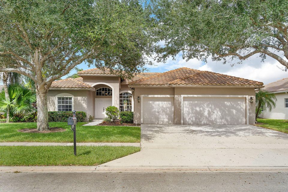 11229 Edgewater Circle Wellington, FL 33414