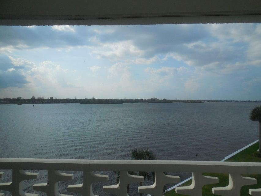 2760 S Ocean Boulevard 403  Palm Beach FL 33480