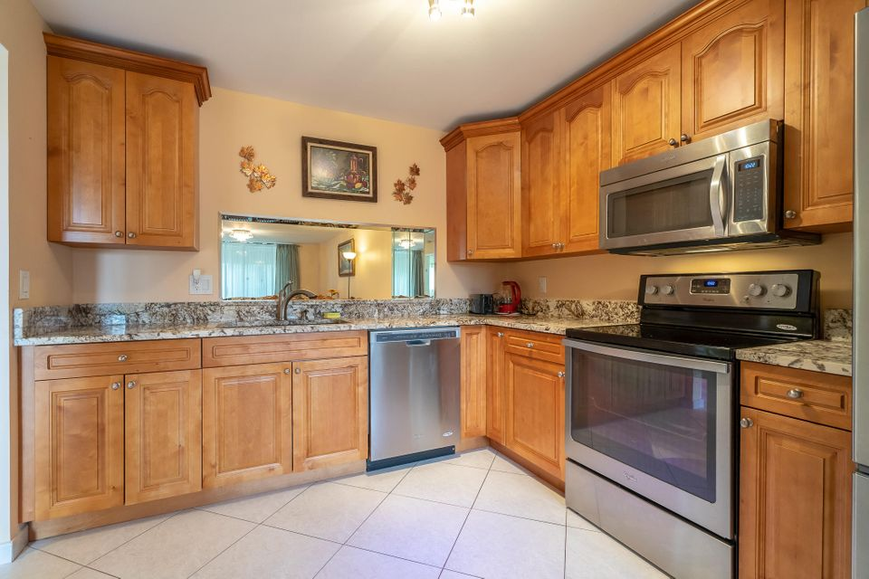 5574 Witney Drive 102 Delray Beach, FL 33484 small photo 2