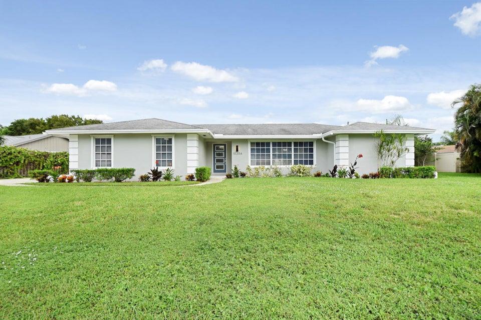 Home for sale in PGA NATIONAL GOLF CLUB ESTATES 2 Palm Beach Gardens Florida