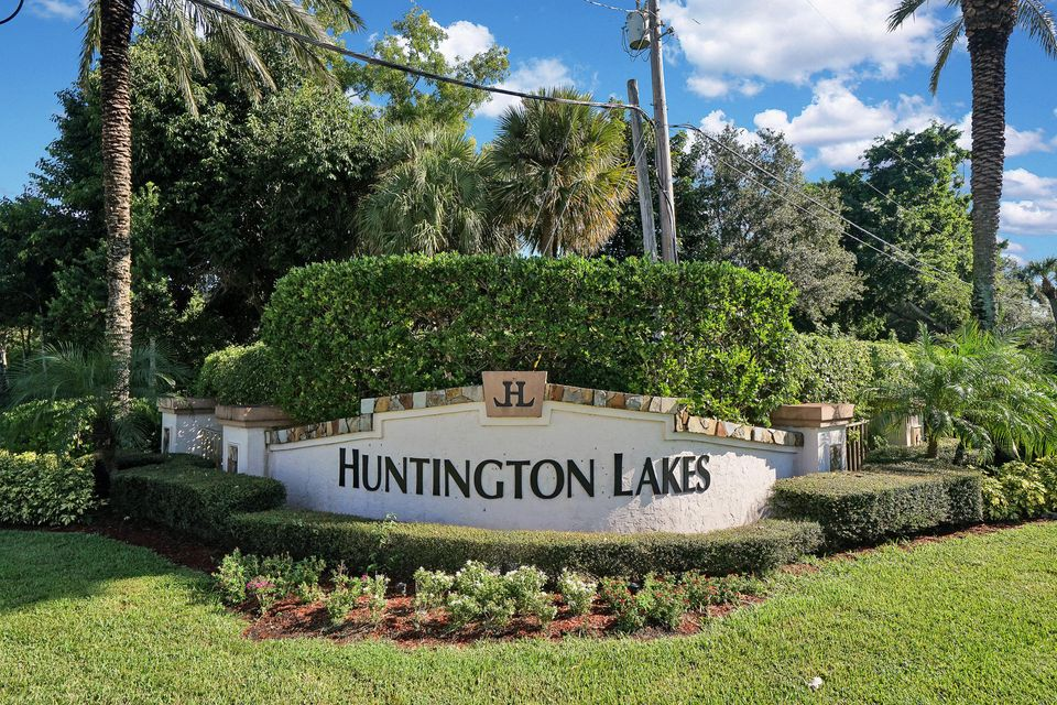 Home for sale in Huntingtin Lakes Delray Beach Florida