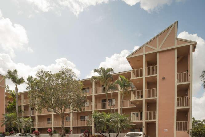 7290 Ashford Place 102  Delray Beach, FL 33446