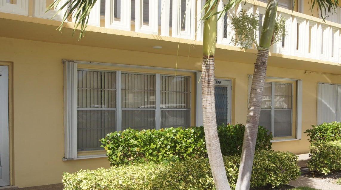 109 Wellington E West Palm Beach, FL 33417