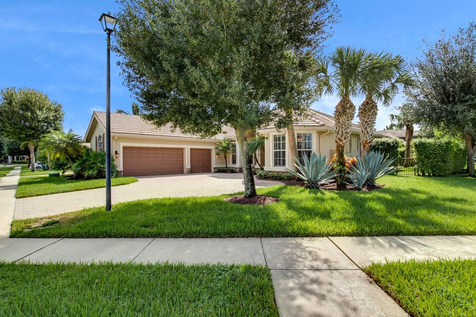 10320 Trianon Place Wellington, FL 33449 photo 2
