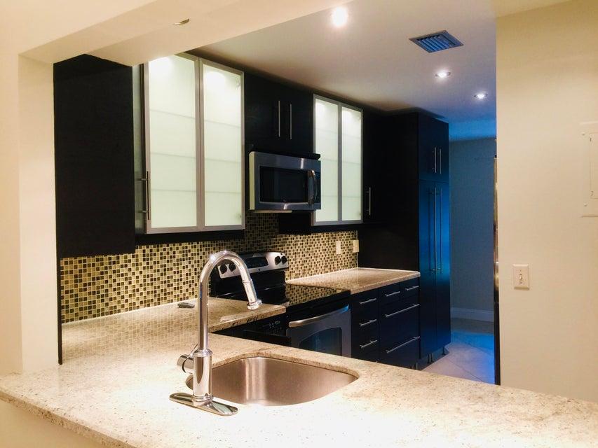 PALM GREENS AT VILLA DEL RAY CONDO II home 5590 Via Delray Delray Beach FL 33484