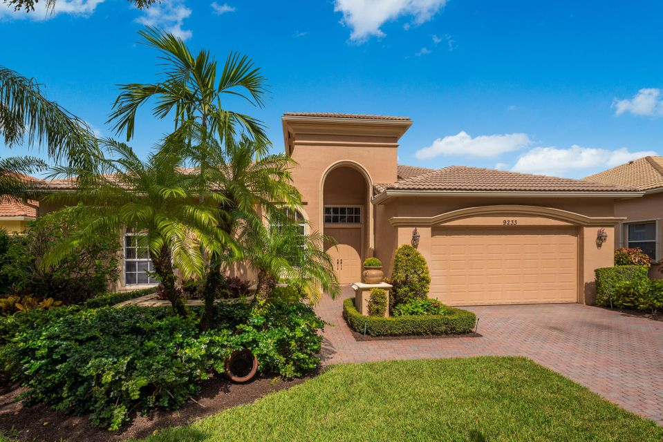 BUENA VIDA home 9233 Via Grande Wellington FL 33411
