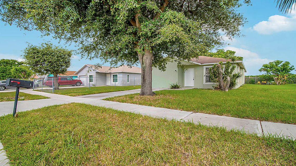 2648 W 28th Street Riviera Beach, FL 33404