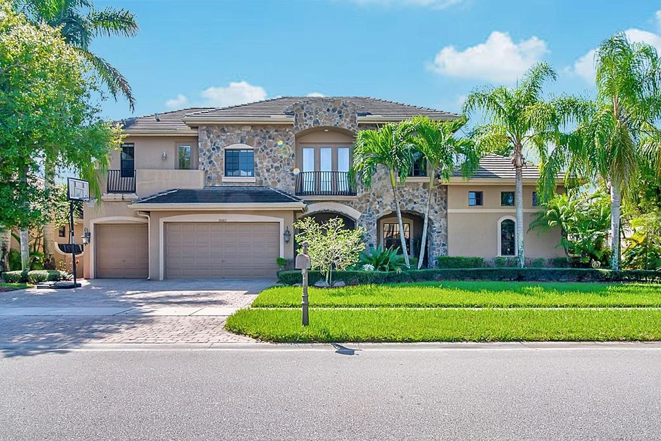 10683 Versailles Boulevard Wellington, FL 33449 photo 2