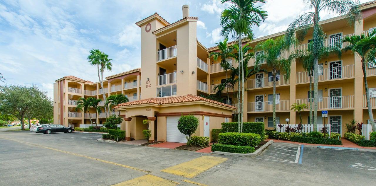 HUNTINGTON POINTE home 6080 Huntwick Terrace Delray Beach FL 33484