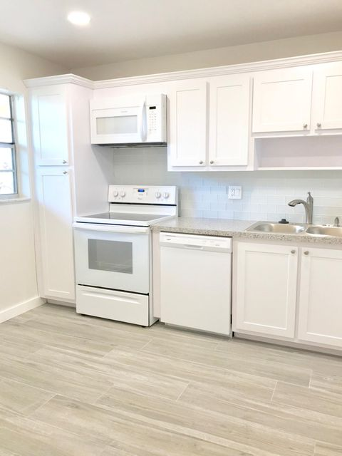 Lakeview Greens Condo 1 3001 W Linton Boulevard