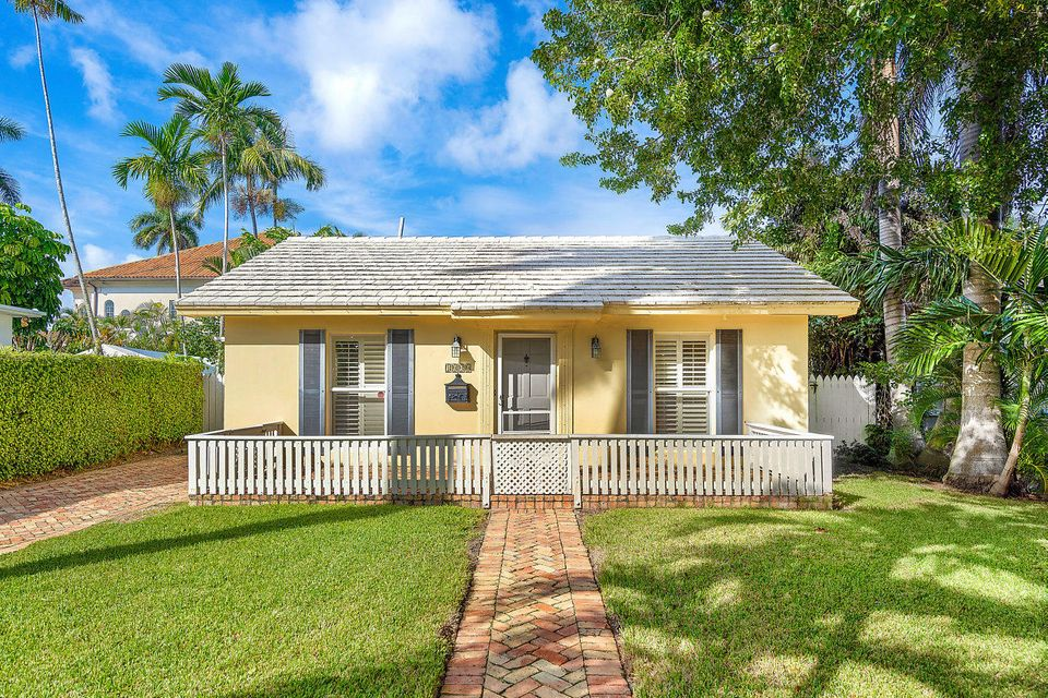 1009 Nassau Street Delray Beach FL 33483 - photo 1