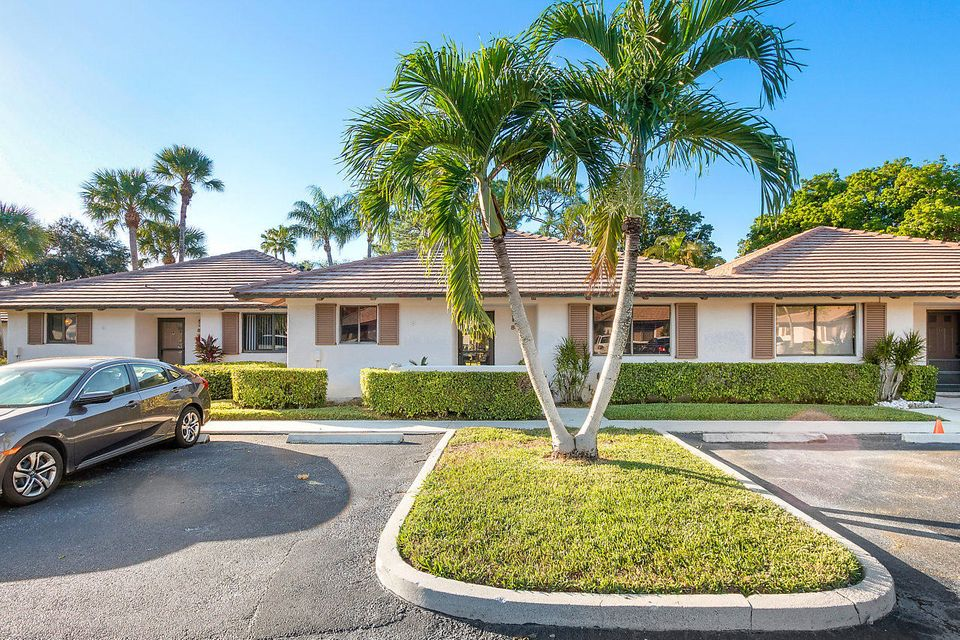 837 Club Drive 837  Palm Beach Gardens FL 33418
