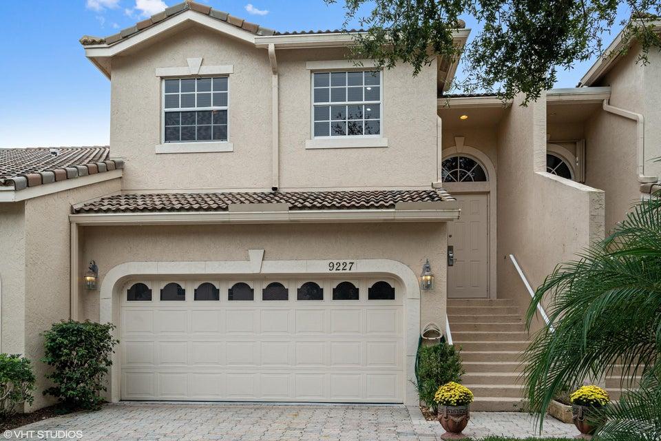 9227  Wentworth Lane, Port Saint Lucie, Florida