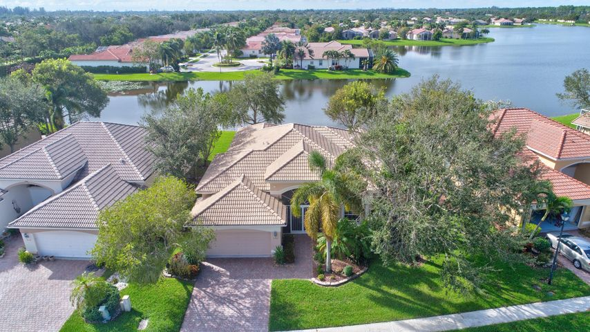 Bellaggio lake worth mls rx 10366368 for Bathrooms plus lake worth fl