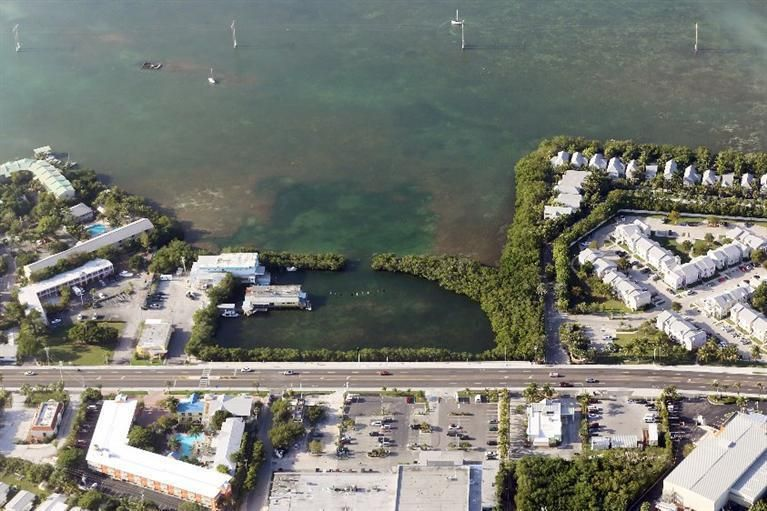 Additional photo for property listing at 2407 N Roosevelt Boulevard  Key West, Florida 33040 Estados Unidos