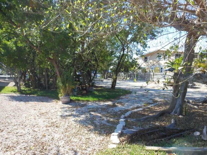 Additional photo for property listing at 893 Ellen Drive  Key Largo, Florida 33037 États-Unis