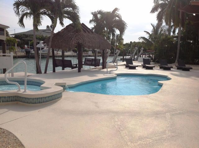 Additional photo for property listing at 800 12 th Street  Key Colony, Florida 33051 États-Unis