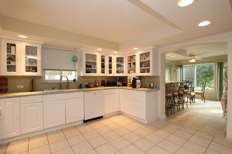 Additional photo for property listing at 2040 Dolphin Drive  Marathon, Florida 33050 Verenigde Staten