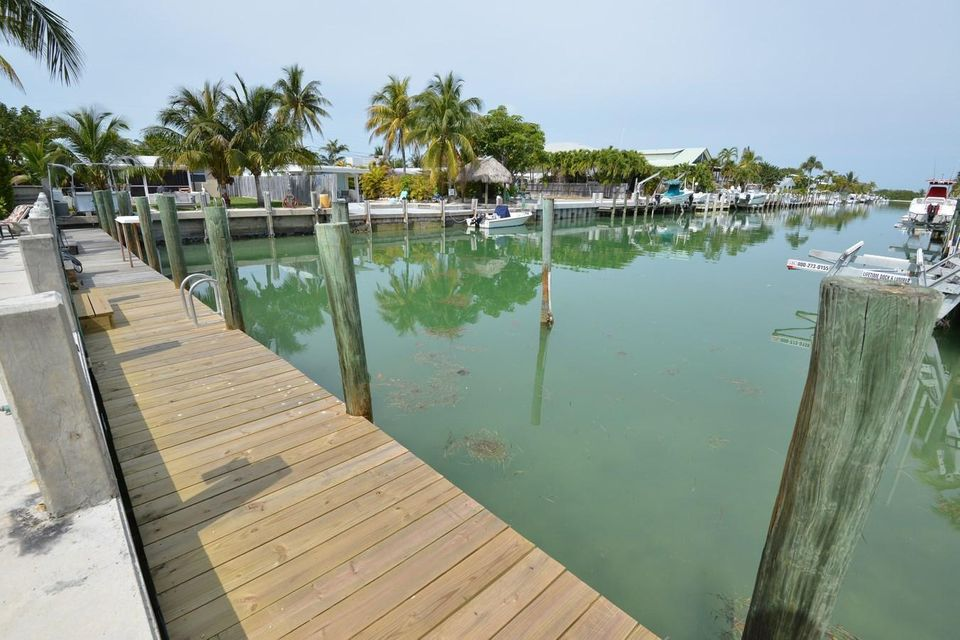 Additional photo for property listing at 330 E Ocean Drive  Key Colony, Florida 33051 Stati Uniti