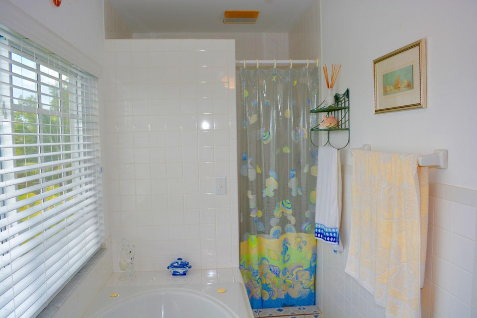 Additional photo for property listing at 27375 Barbuda Lane  Summerland Key, Florida 33042 États-Unis