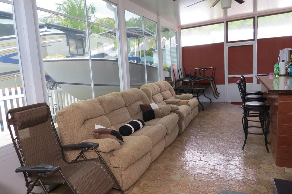 Additional photo for property listing at 325 Calusa Street  Key Largo, Florida 33037 Estados Unidos