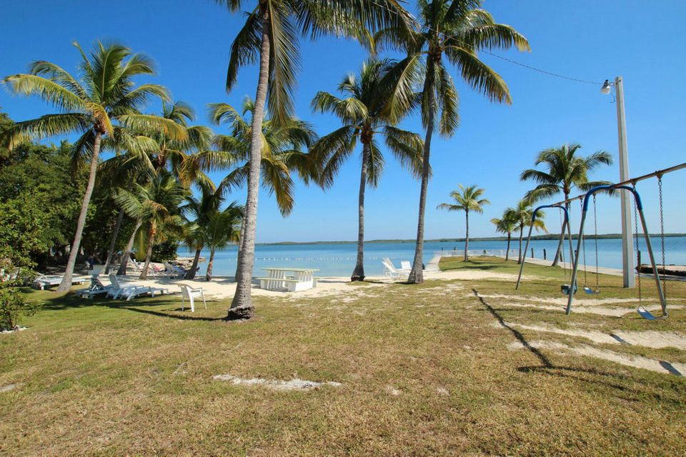 Additional photo for property listing at 8 Transylvania Avenue  Key Largo, Florida 33037 États-Unis