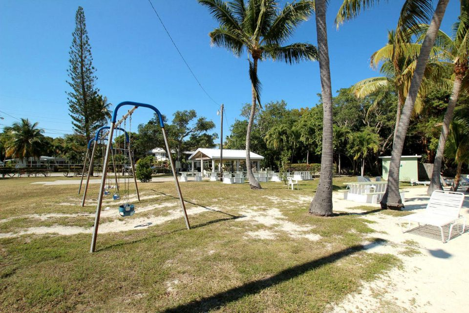 Additional photo for property listing at 8 Transylvania Avenue  Key Largo, フロリダ 33037 アメリカ合衆国