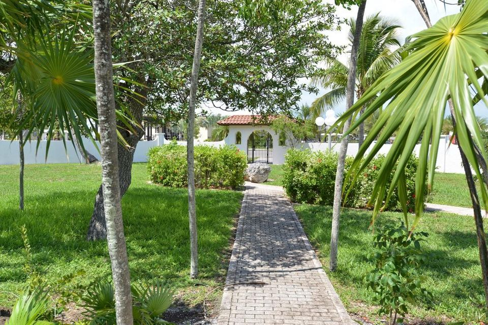 Additional photo for property listing at 2000 Overseas Highway  Marathon, Florida 33050 Hoa Kỳ