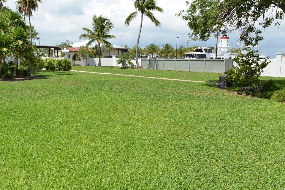 Additional photo for property listing at 2000 Overseas Highway  Marathon, Florida 33050 United States