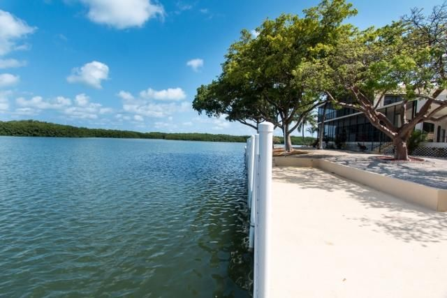 Additional photo for property listing at 260 Avenue G  Marathon, Florida 33050 Estados Unidos