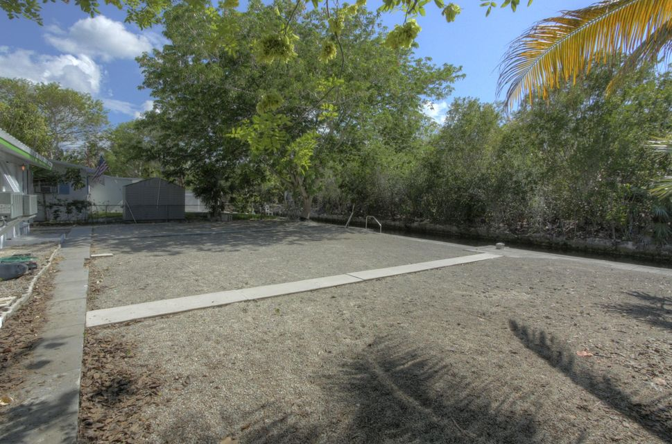 Additional photo for property listing at 3854-3856 No Name Road 3854-3856 No Name Road Big Pine Key, Florida 33043 Estados Unidos