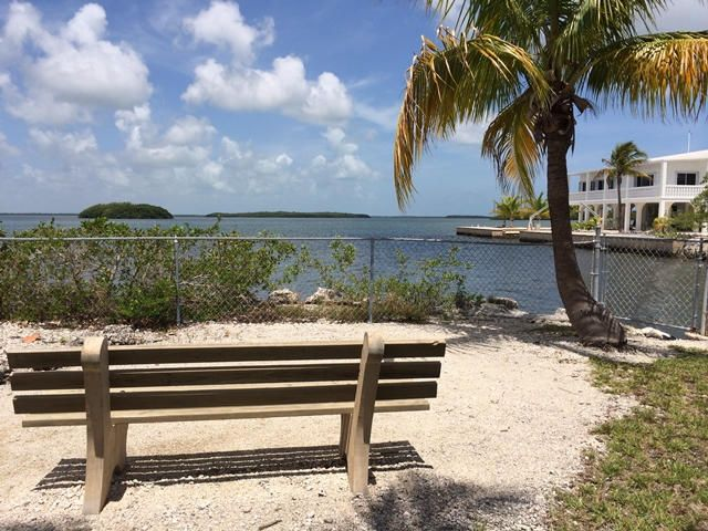 Additional photo for property listing at 3854-3856 No Name Road  Big Pine Key, Florida 33043 États-Unis