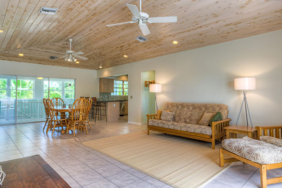 Additional photo for property listing at 30890 Granada Avenue 30890 Granada Avenue Big Pine Key, Florida 33043 États-Unis