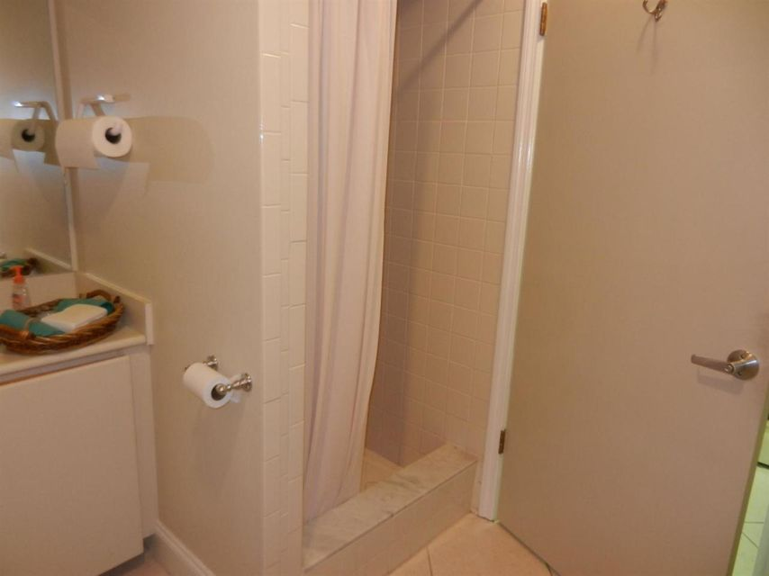Additional photo for property listing at 1111 12th Street  Key West, Florida 33040 Estados Unidos