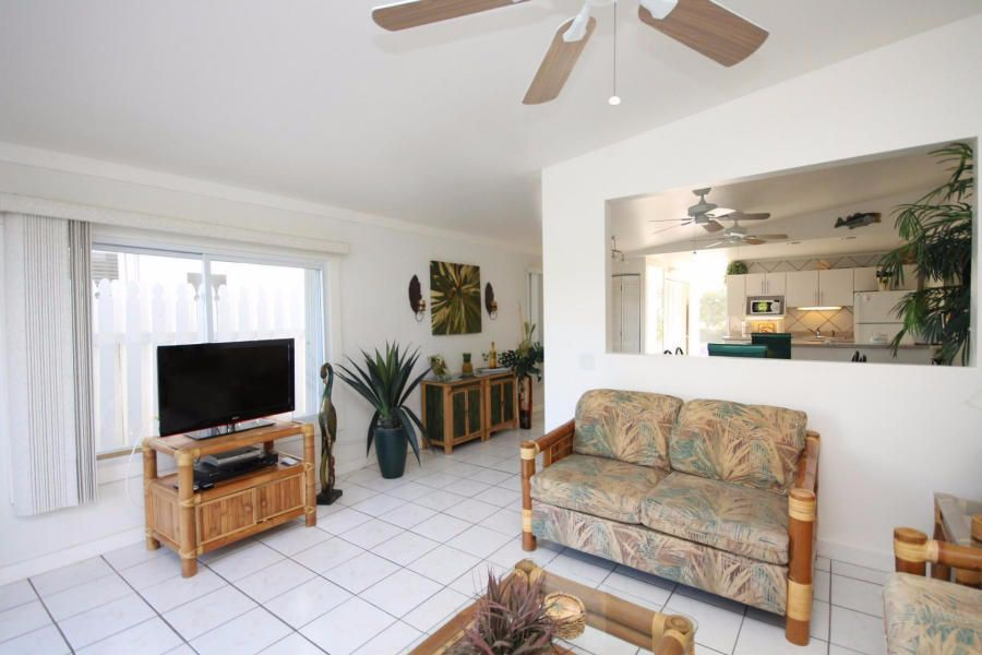 Additional photo for property listing at 81 Coral Lane  Key Colony, Florida 33051 Estados Unidos